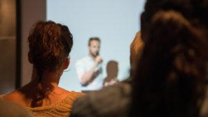 6 tipp a magabiztos beszédhez a nyilvánosság előtt – Fiona Cutts